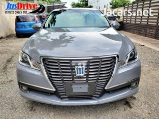 Toyota Crown Electric 2013