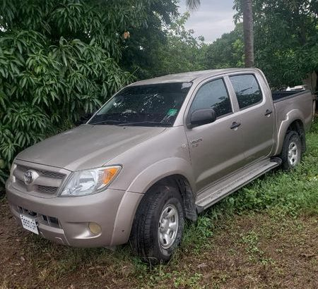 Toyota hilux pickup truck for sale excellent condition diesel engine year 09