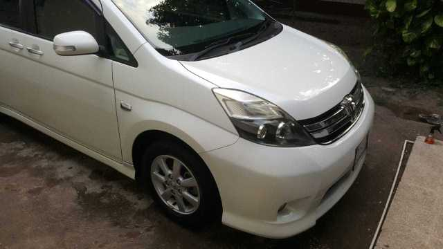 Toyota ISIS platana for sale