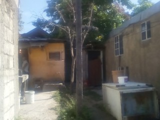 5 BED 2 BATH HOUSE FOR SALE IN FRANKLYN TOWN, KINGSTON / ST. ANDREW, JAMAICA