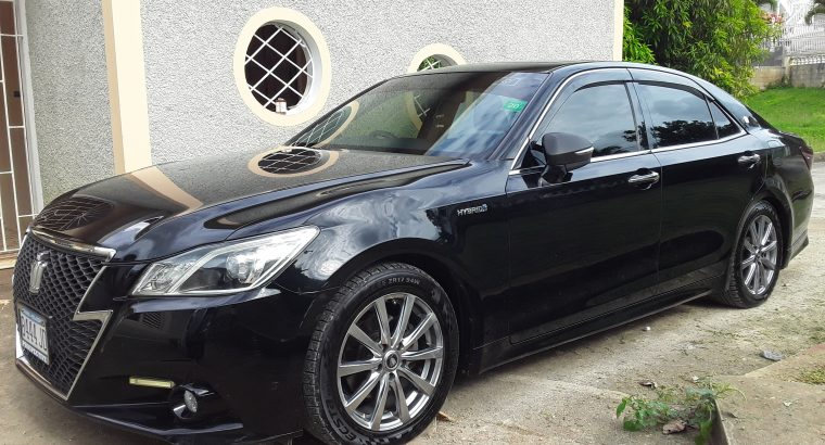 2013 Toyota Crown Athlete Hybrid, MUST See MUST Sell.