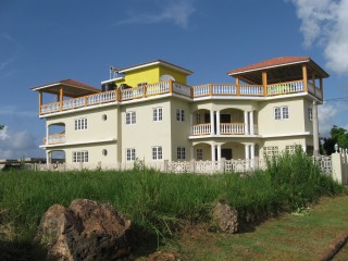 7 BED 6.5 BATH HOUSE FOR SALE IN RETREAT THREE HILLS, ST. MARY, JAMAICA