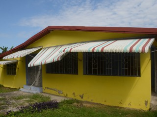 4 BED 3 BATH HOUSE FOR SALE IN SANTA CRUZ, ST. ELIZABETH, JAMAICA