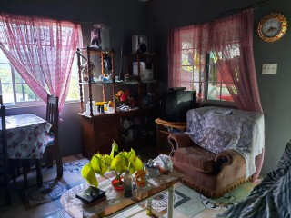 2 BED 1 BATH HOUSE FOR SALE IN RED BERRY DISTRICT, MANCHESTER, JAMAICA