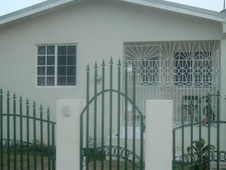 2 BED 1 BATH HOUSE FOR SALE IN MAY PEN, CLARENDON, JAMAICA