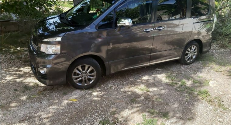 2011 Toyota Voxy For Sale