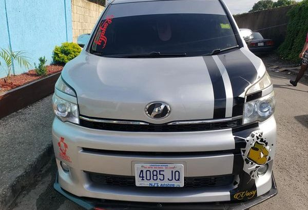 2013 TOYOTA VOXY ( PUSH BUTTON START) IMMACULATE CONDITION ABSOLUTELY NO FAULTS CALL 813-5025